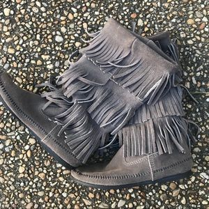 Minnetonka gray suede fringe Indian moccasin boots